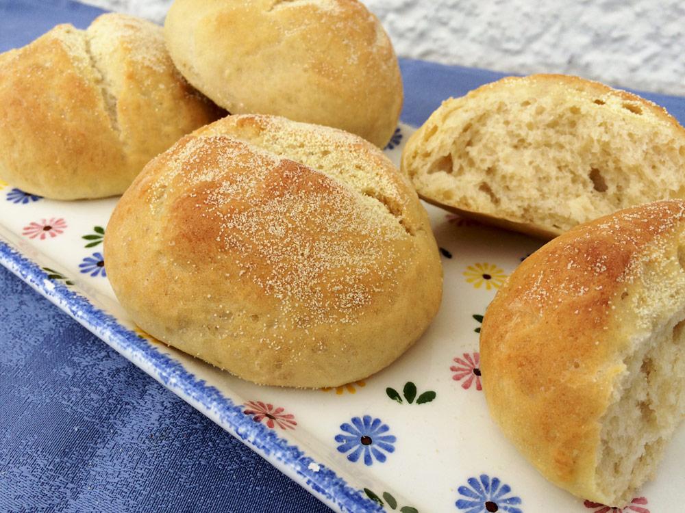 Grieß-Brötchen… fast wie vom Bäcker!
