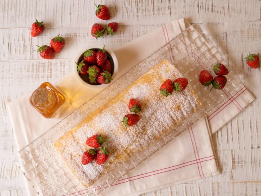 Erdbeer-Holunder-Biskuitrolle_03