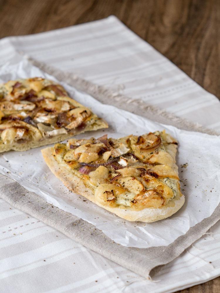 Apfel-Zwiebel-Pizzafladen