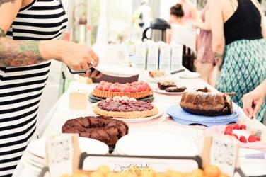 Kuchenverkauf gegen Spende beim dritten veganen Sommerfest in Leverkusen