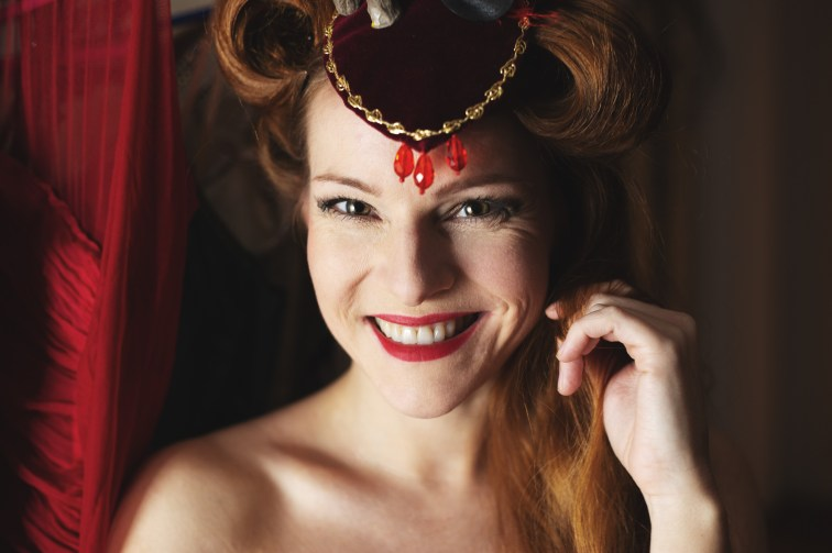 Sandra im Zirkusset von Daniel Falterbaum, auf dem 14. und letzten Studioabend der Bierstedts