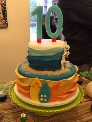 Gâteau de anniversaire - montreal - quebec - Anniversary - cake - Gâteau de fête - Party cake - Gateau personalise sur mesure customisé - custom cake - etage layers 10 ans years