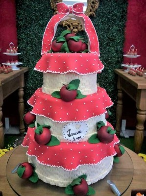 Gâteau de anniversaire - montreal - quebec - Anniversary - cake - Gâteau de fête - Party cake - Gateau personalise sur mesure customisé - custom cake - etage layers