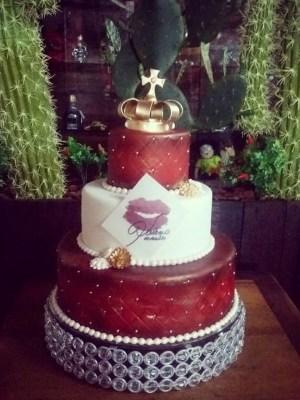 Gâteau de anniversaire - montreal - quebec - Anniversary - cake - Gâteau de fête - Party cake - Gateau personalise sur mesure customisé - custom cake - etage layers d'or Golden pearls perles couronner crown