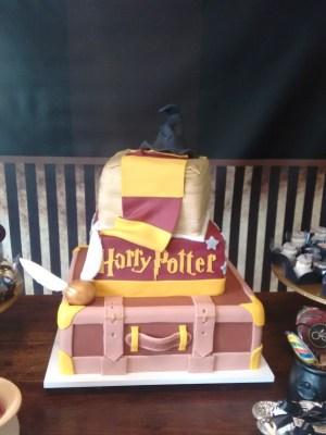 Gâteau de anniversaire - montreal - quebec - Anniversary - cake - Gâteau de fête - Party cake - Gateau personalise sur mesure customisé - custom cake - harry potter - etage layers