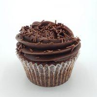 Cupcake au chocolat avec glaçage Brigadeiro. ( Glaçage brésilien fait a base de lait concentré e chocolat noir).
