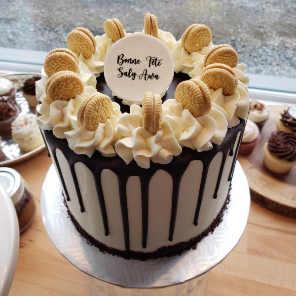 Gâteau coulis avec décoration de biscuit Oreo Noir ou blanc- Drip cake with oreo cookies white or black.