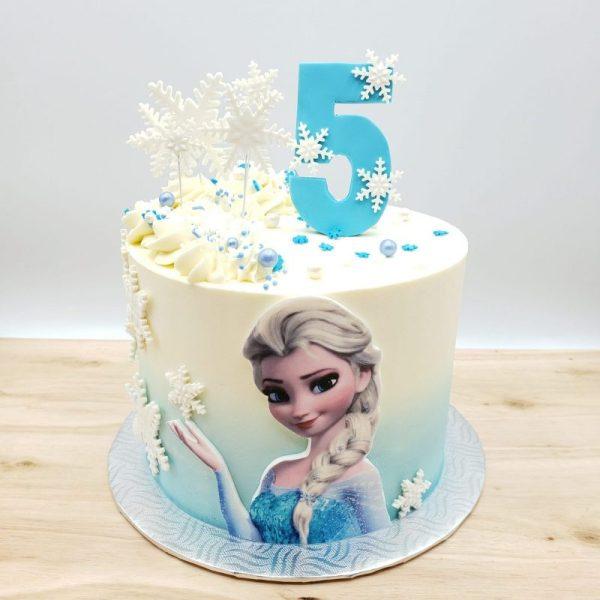 Gâteau reine des neiges avec chiffre et flocons en pate à sucre. Frozen cake with gum paste decorations