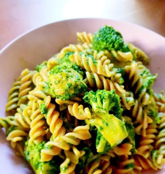 healthy chicken, broccoli and spinach pasta