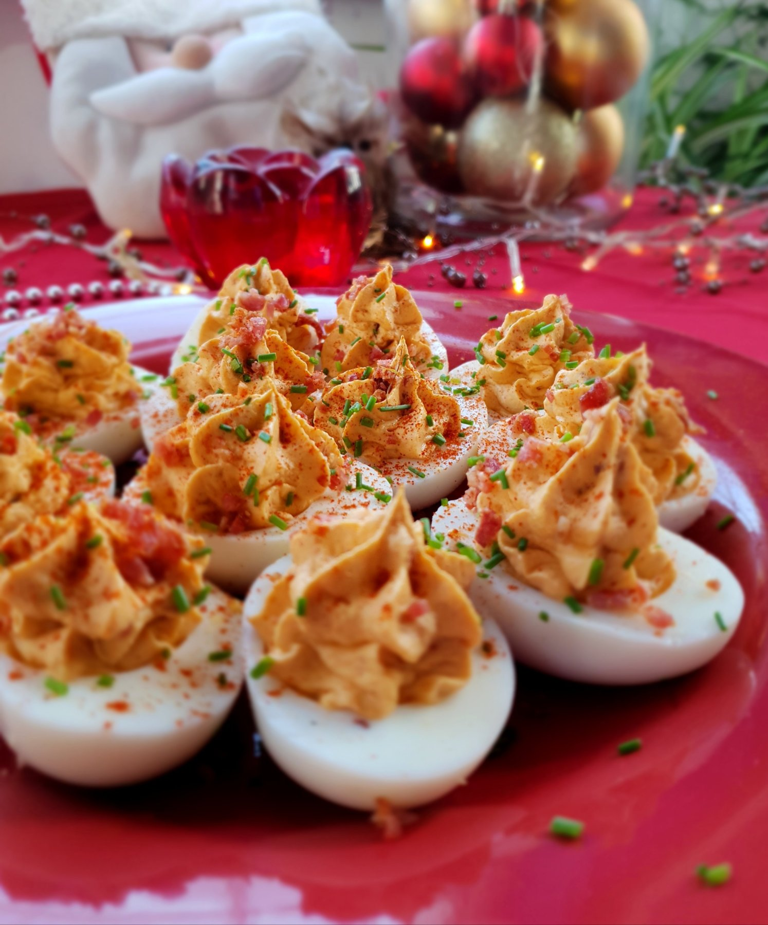 deviled egg with bacon and chives