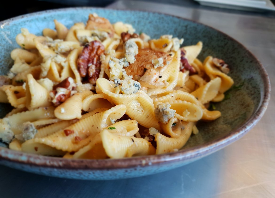 blue cheese, cajun chicken pecans pasta