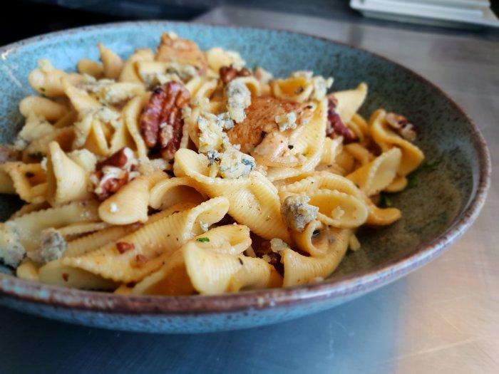 blue cheese, cajun chicken pecans pasta