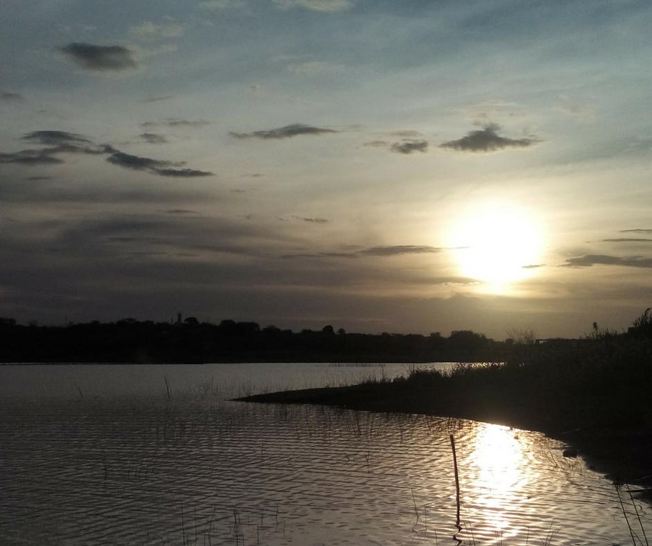 pôr do sol no Açude santa Tereza -Tauá