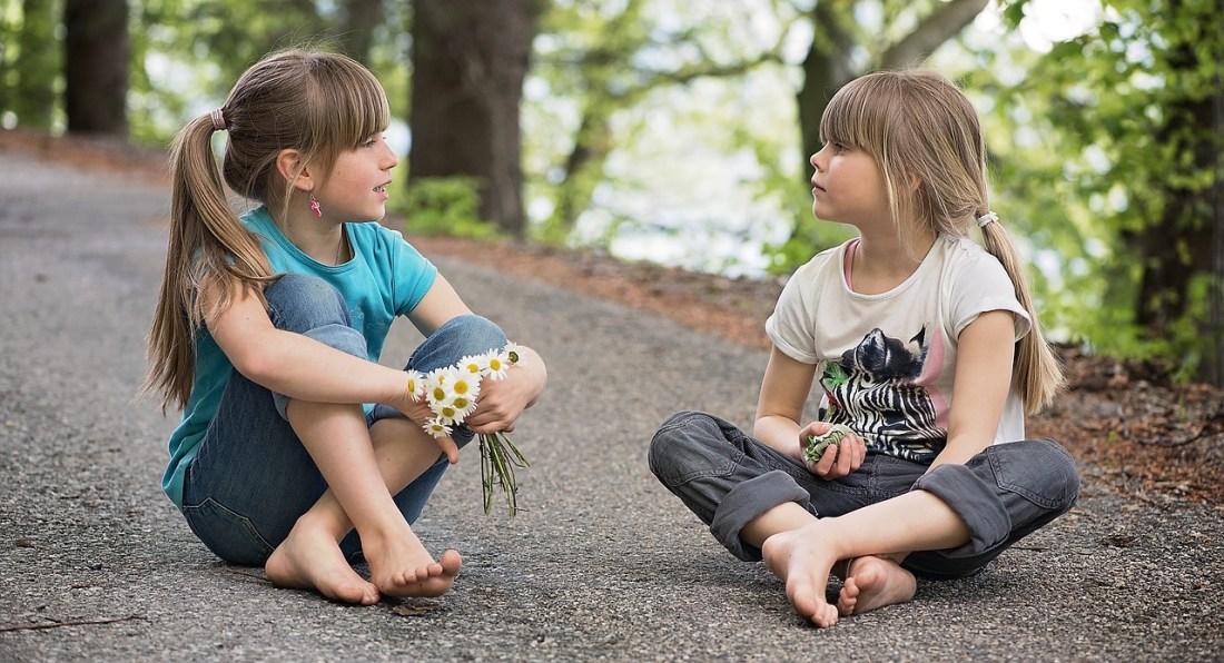 crianças conversando