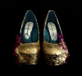 Bastardisation #36, 2014, gold leaf, plumes and spray paint on leather pumps with platform, size n36, unique piece