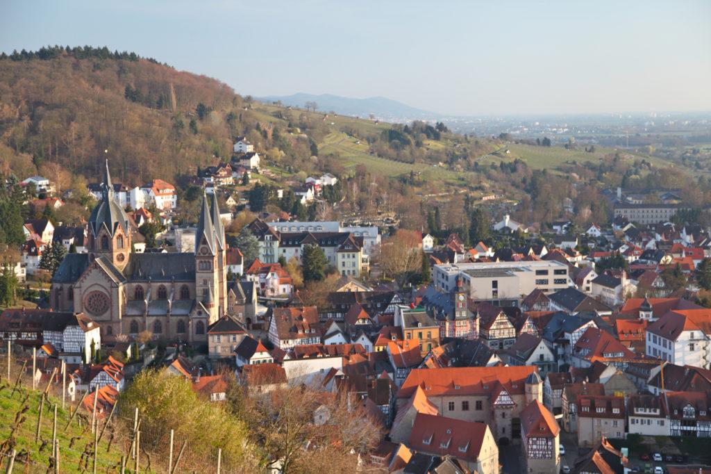 Duft-Reisende – Blick vom Heppenheimer Schlossberg auf die historische Altstadt