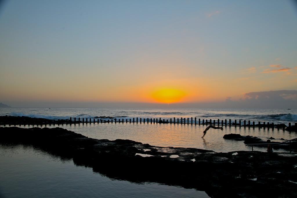 Duft-Reisende – Sonnenuntergang am Meeresschwimmbecken Agaete