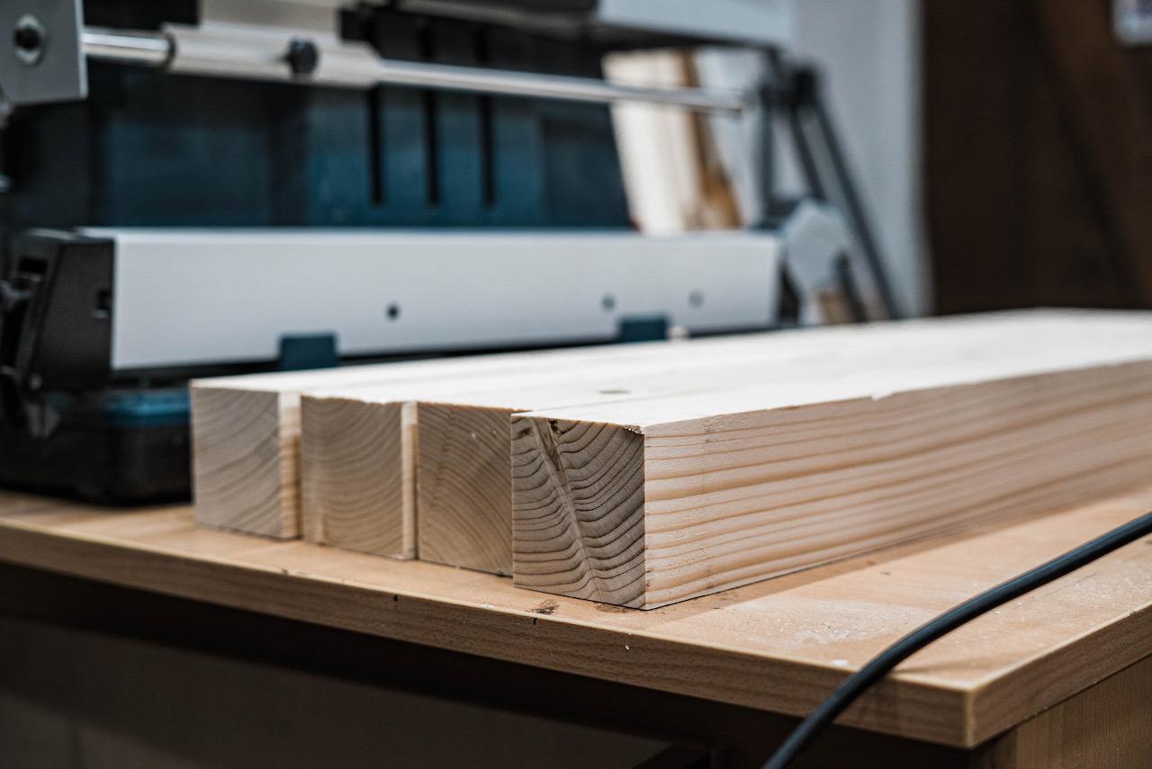 Abgerichtete Holzbalken