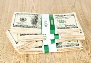 argent sur la table