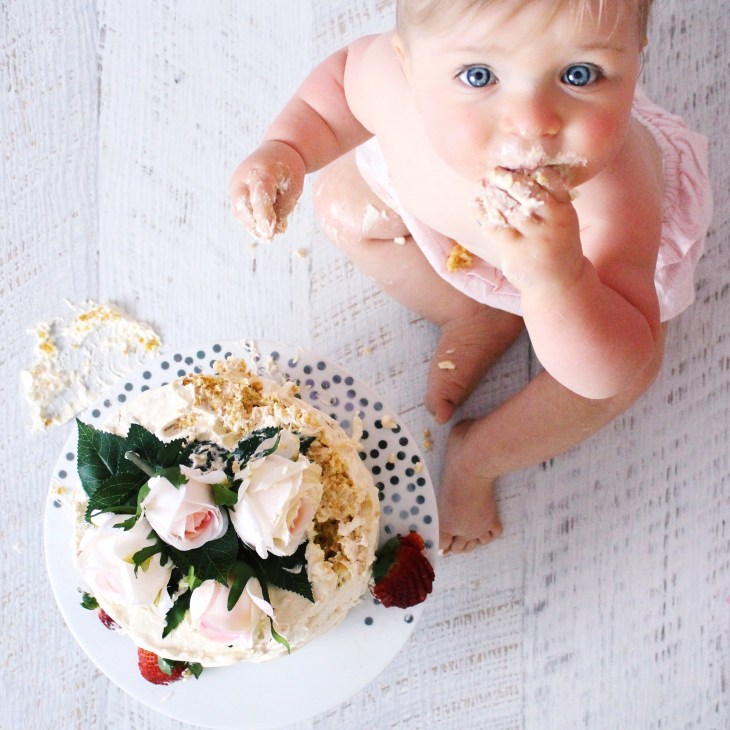 cake smash diy at home first birthday sponge cake home-made baby girl