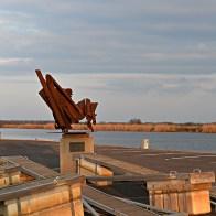 Sculpture dans le port de Serignan sur les rives de l'Orb