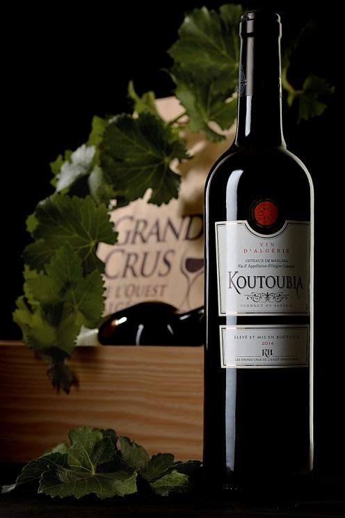 Photographie de studio. Koutoubia, vin d'Algérie.