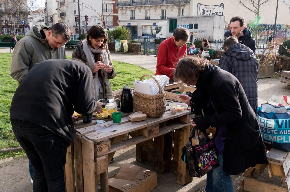 Atelier jardinage dans le jardin temporaire de la Friche Trouillot – Paris 11