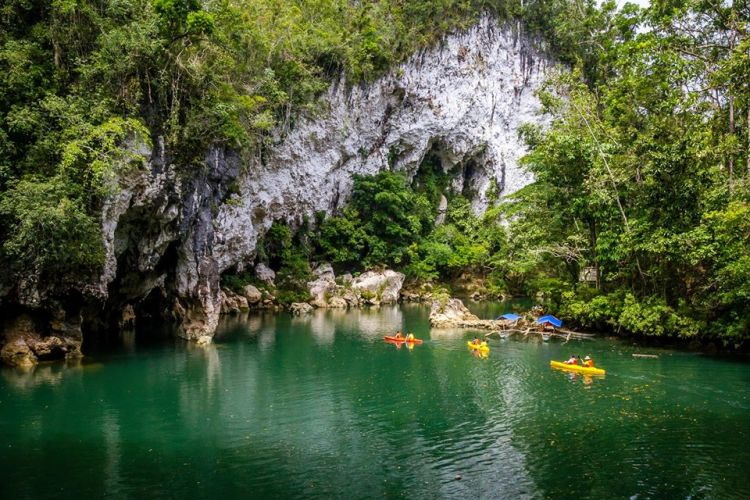 Sohotan Caves and Natural Bridge Park is one of the tourist spots in Samar Island.