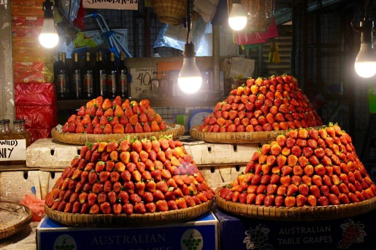 Strawberry fruits and wines at Baguio Public Market