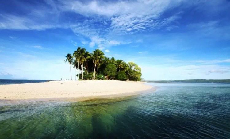 Hagonoy Island is one Surigao Del Sur tourist spots.