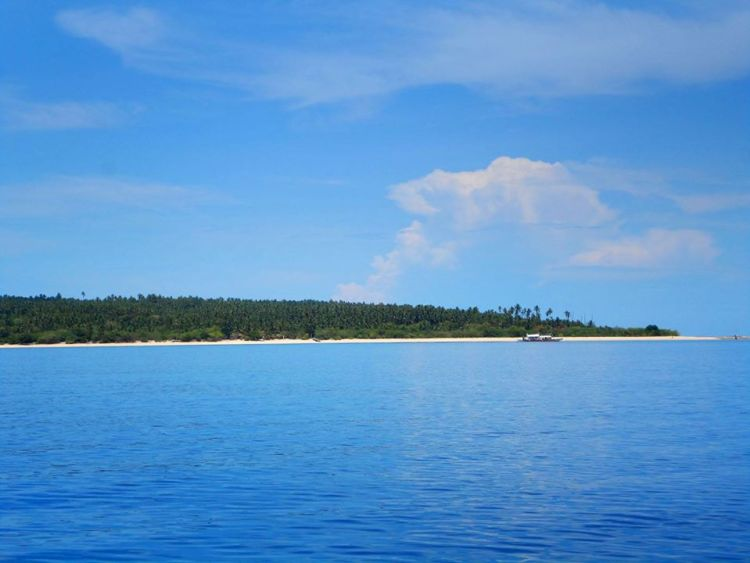 Mongpong Island is one of the best tourist spots/attractions/destinations in Marinduque
