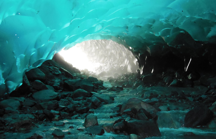 mendenhall-Ice-caves-juneau-alaska