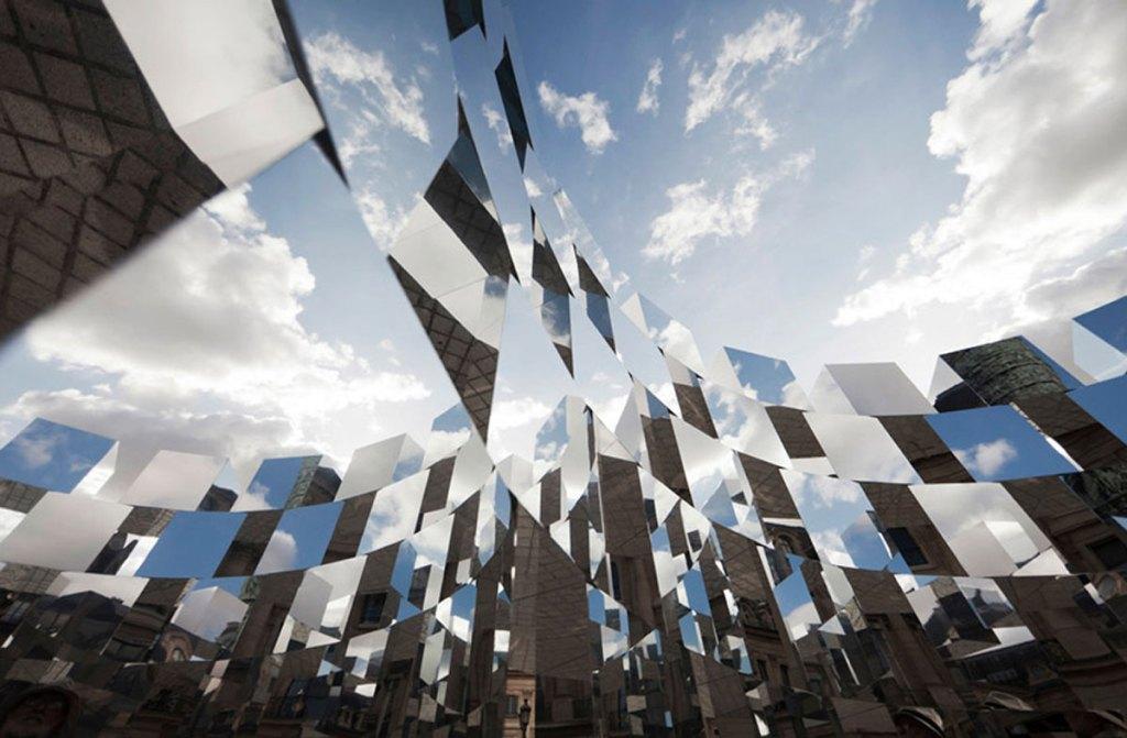 Beautiful mirror mosaic creates optical illusions