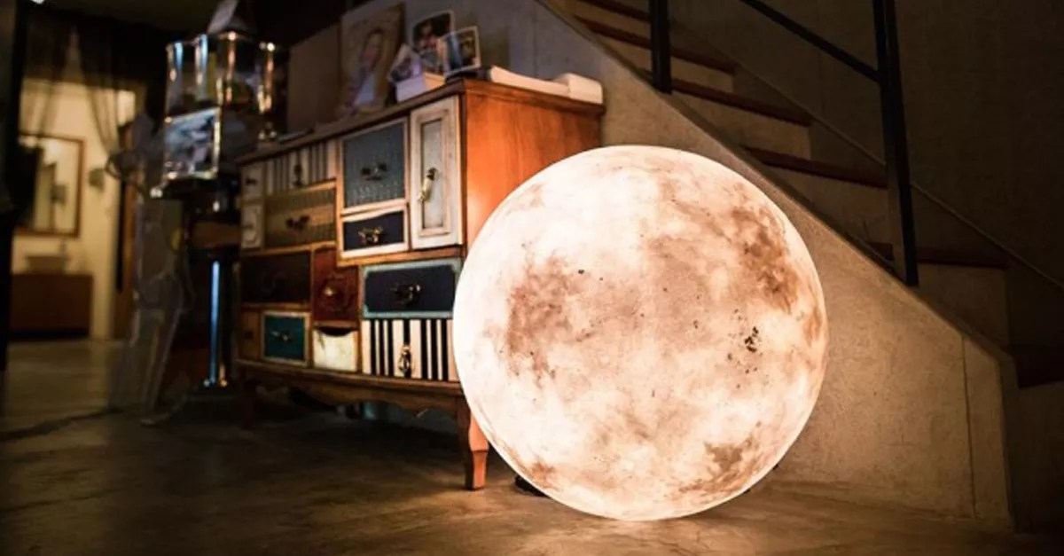 Gorgeous lamp looks like a full moon