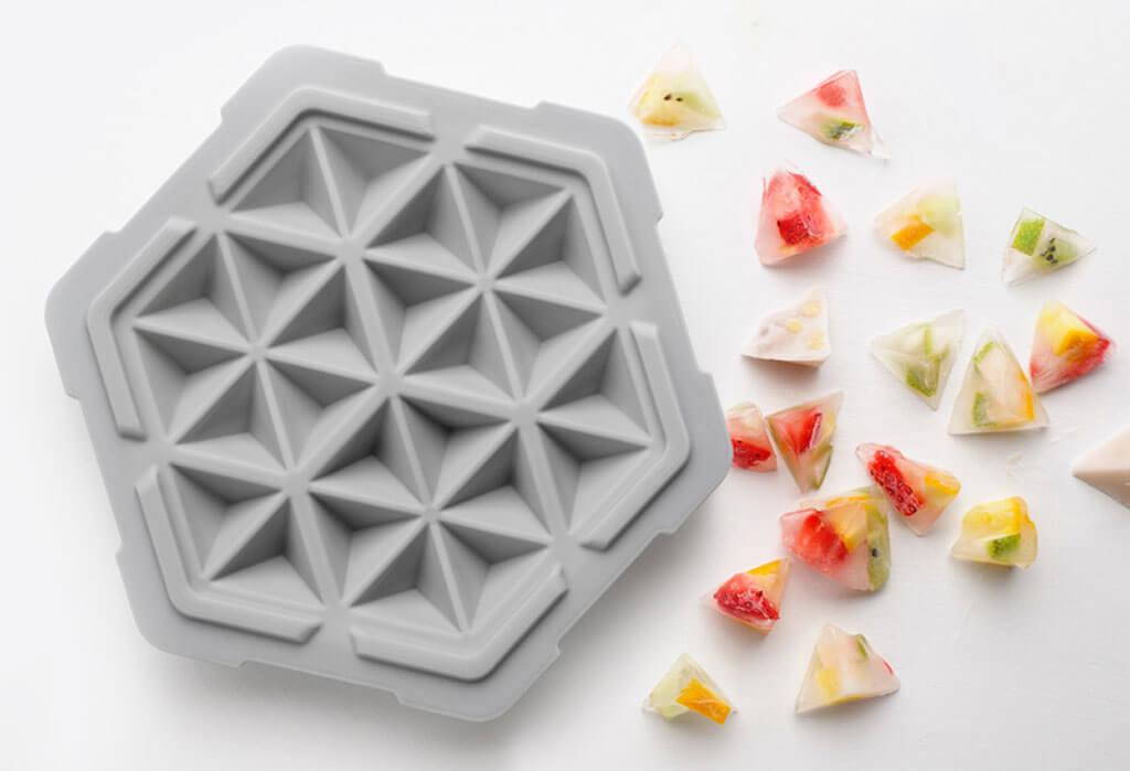 FreezTHAT! 10 minute ice tray