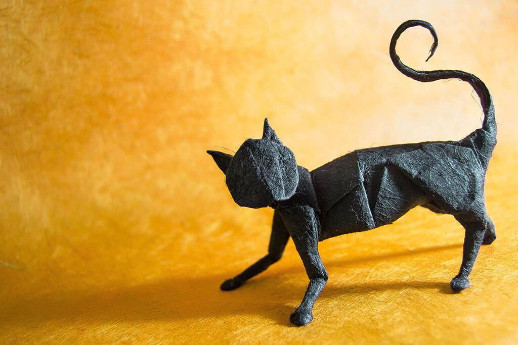 Origami cat by Gonzalo Garcia Calvo
