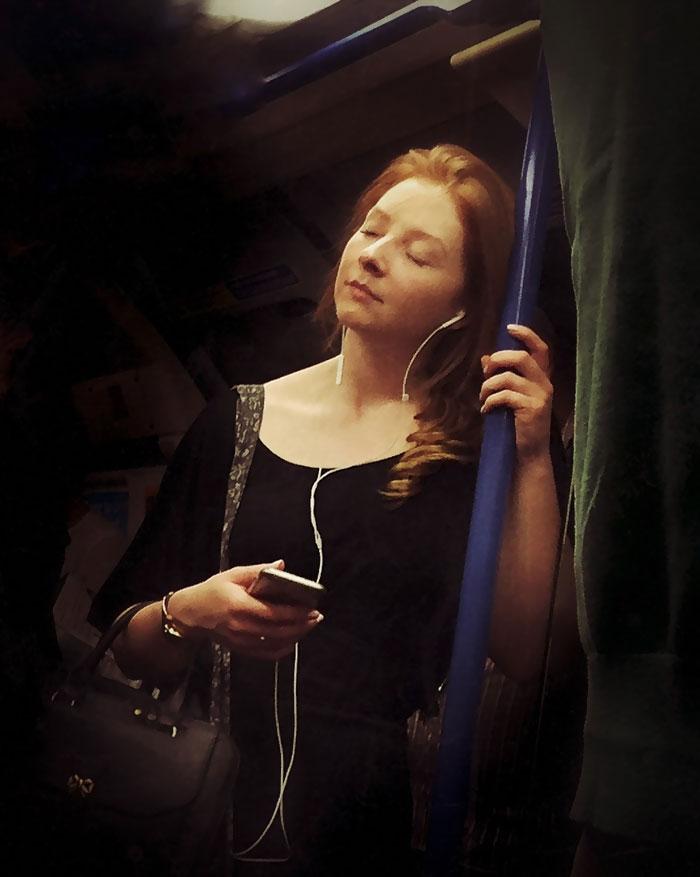 subway-passengers-captured-16th-century-paintings-1