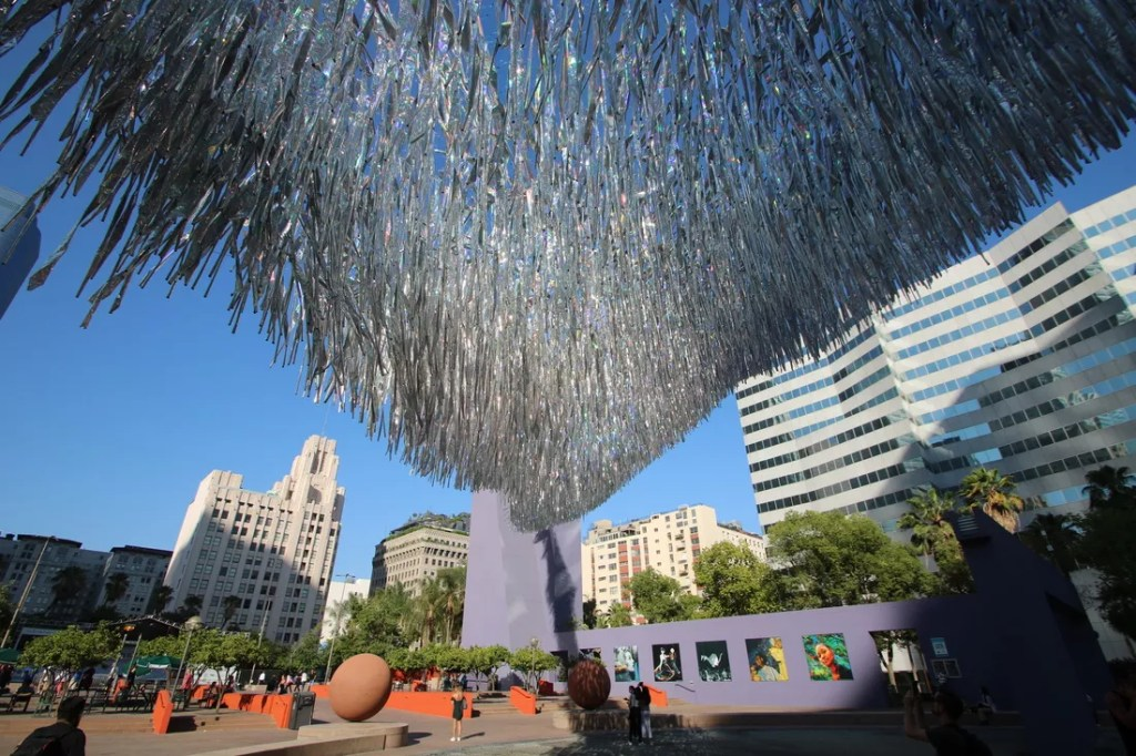 kinetic-sculpture-makes-waves-pershing-square-2