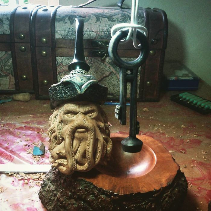 Sculptor turns blocks of wood into intricately detailed pipe of Davy Jones