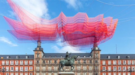 Artist suspends 600,000 tied knots over Spanish plaza