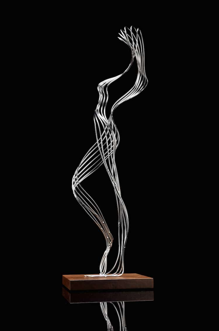 Stainless steel wire sculptures merge nature with fantasy