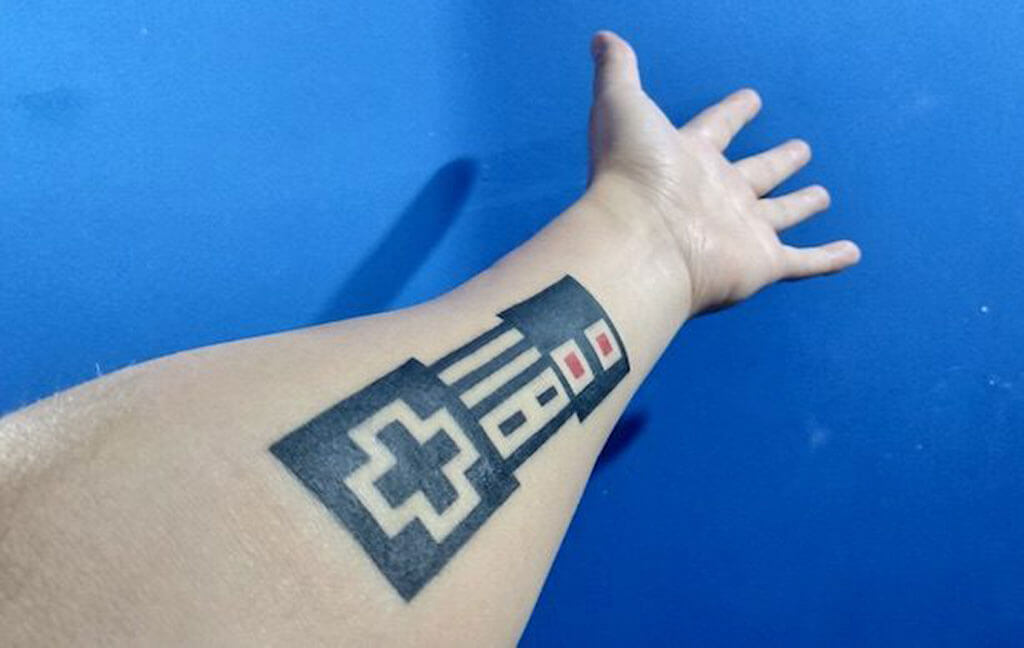 Olo Sabandija's NES controller augmented reality tattoo