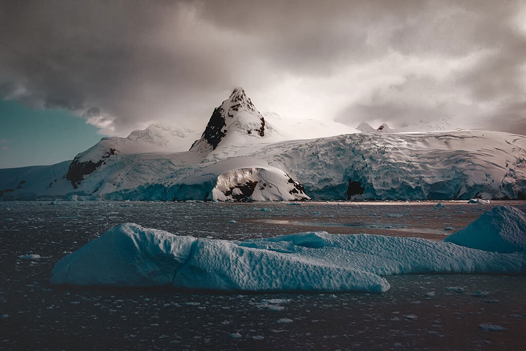 Leah Kennedy captures Antarctica's icy beauty