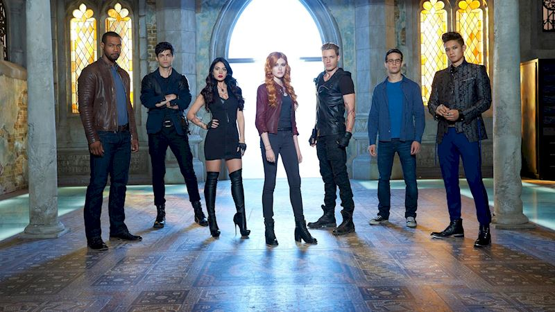 I watched the first episode of Shadowhunters, and here are some of my thoughts.