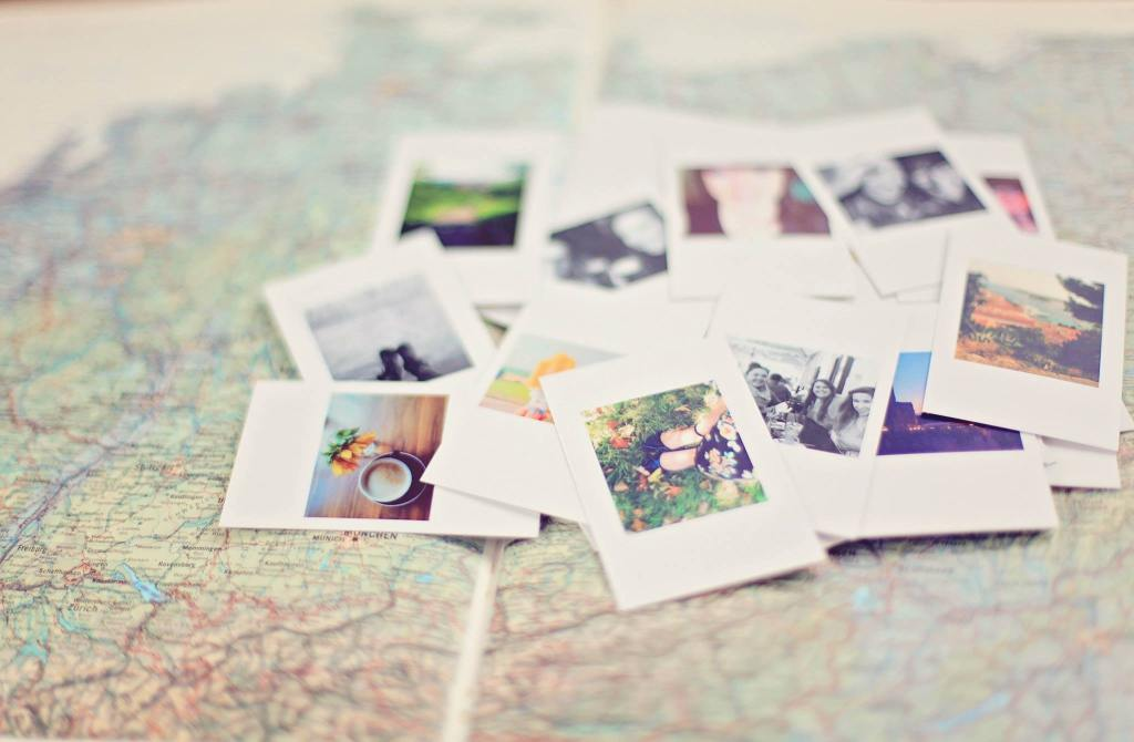 Snapshots on a map