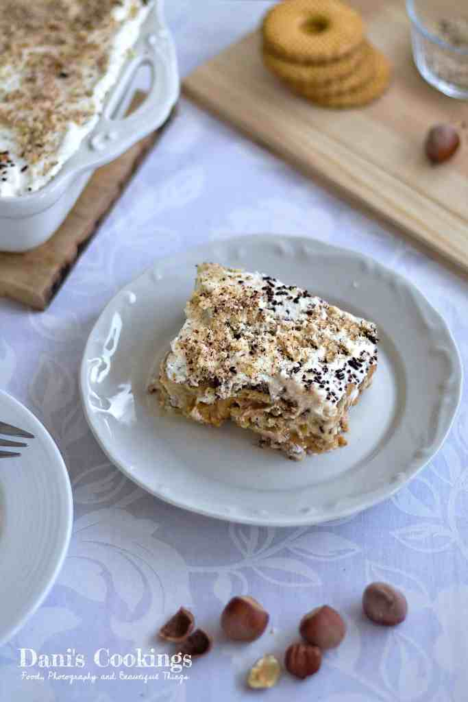 Easy Banoffee Mess Cake with hazelnuts and biscuits - find the recipe at daniscookings.com