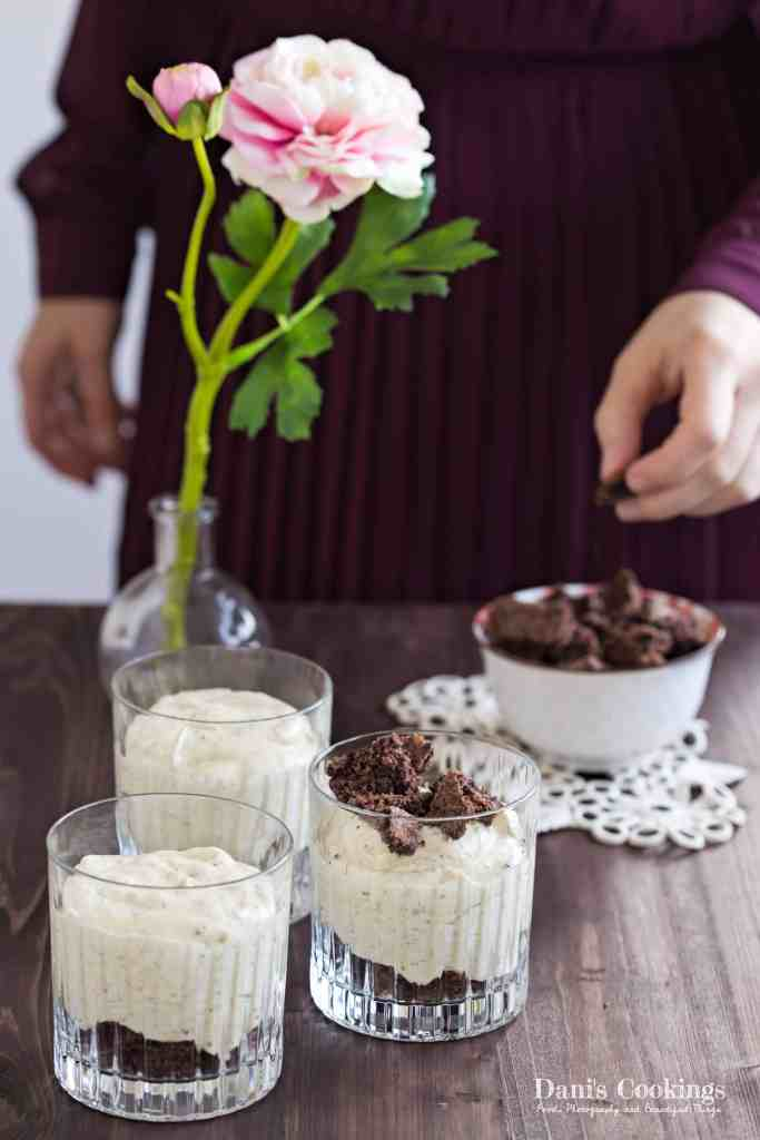 Pistachio Cheesecake Mousse with Brownie Bites - delicious and easy dessert for special moments or for every day - daniscookings.com