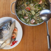 Canh chua Miền Nam (soupe de poisson aigre-douce à la façon du Sud)