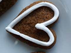 Danish Christmas cookie - Honningkagedej til figurer - honningkagehjerte - Danish Things © danishthings.com
