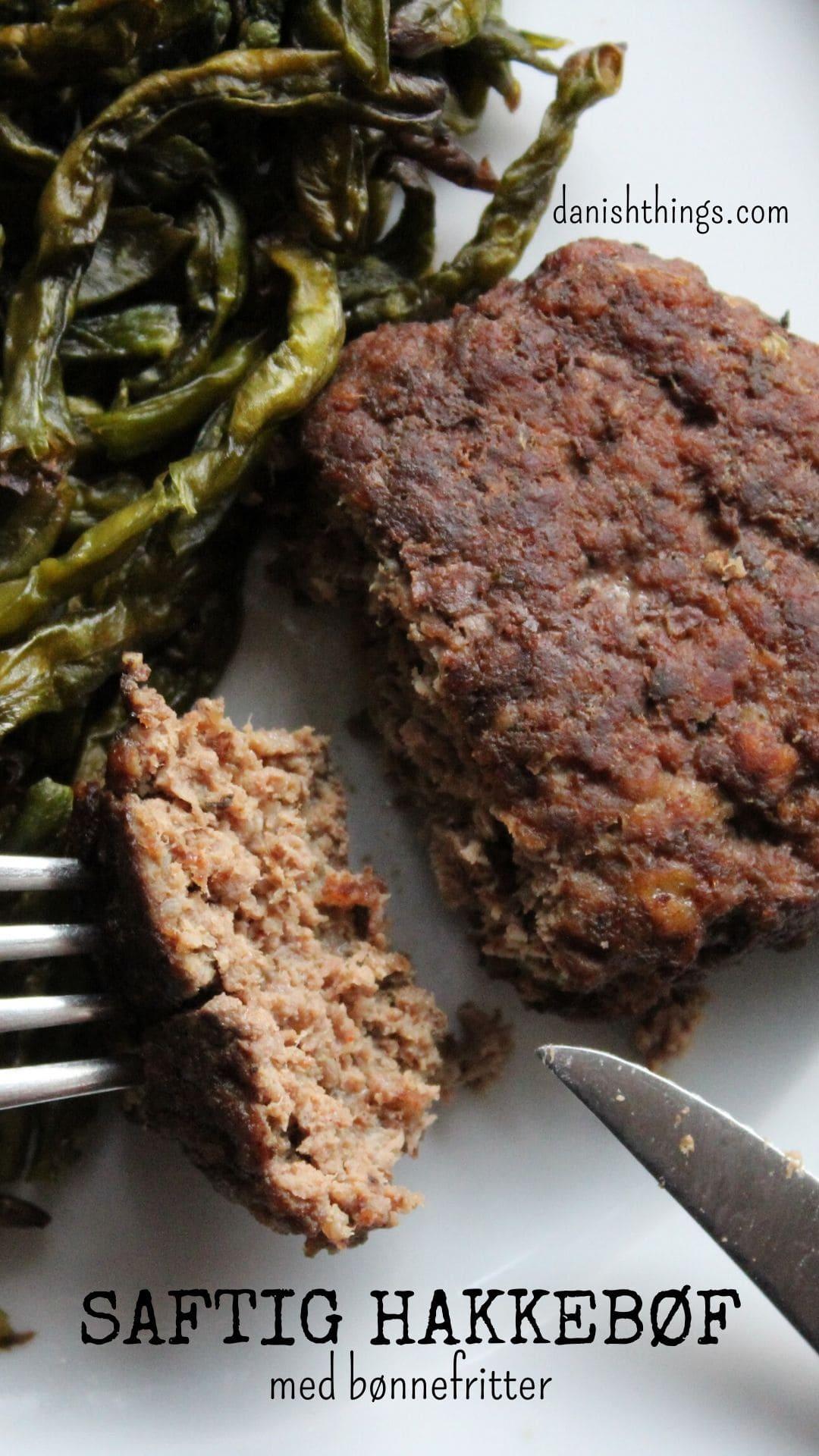 Hjemmelavet saftig burger med bønnefritter, anderledes bøf med bl.a. tuc-kiks og æg - find opskriften og andre forslag til din burger på danishthings.com.